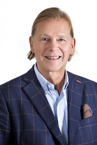 Gustav Edvardsson, företagsmäklare