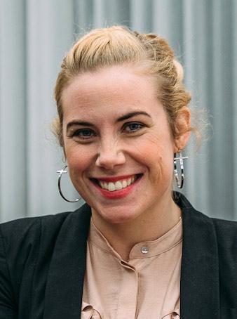 Maria Folkesson, företagsmäklare