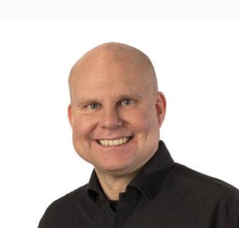 Peter Oscarsson, företagsmäklare